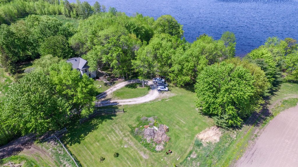 A 2.9 Acre Private Country Retreat 20
